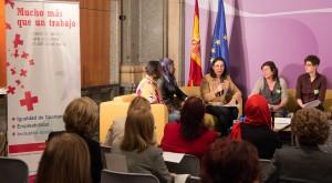 Debate post-firma entre Ministerio, Cruz Roja y CEPAIM entre orientadores laborales y participantes del plan de empleo