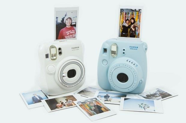 Fujifilm_Instax_MINI_25_Instant_Film_Camera_CubeMe1